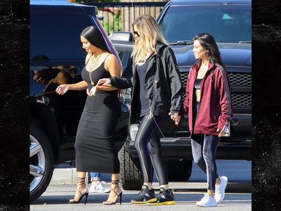 Kardashian Sisters Visit Planned Parenthood to Raise Awareness (PHOTOS)