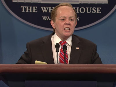 Melissa McCarthy Brings Sean Spicer Back to SNL to Make Out with President Trump (VIDEO)