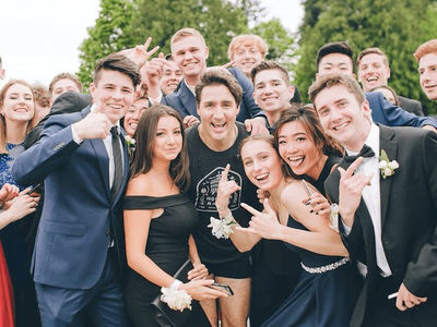 Canadian PM Justin Trudeau Photobombs Prom Kids While Jogging (PHOTOS)