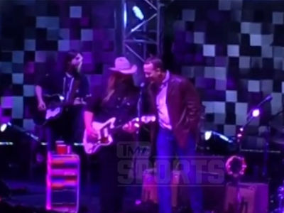 Petyon Manning Sings 'Tennessee Whiskey' With Country Music Star Chris Stapleton (VIDEO)