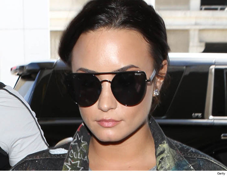 351b5eba3ade6 WeSmirch  Demi Lovato s Team Offered Help Weeks Before OD (TMZ.com)