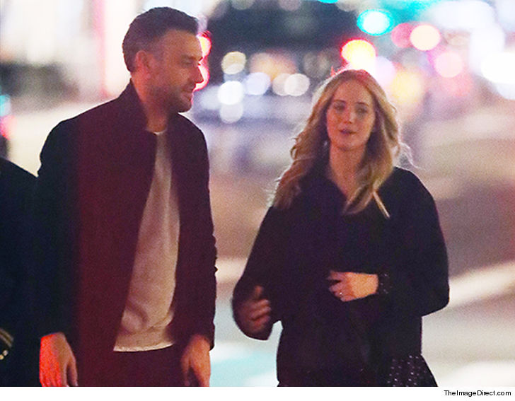 WeSmirch: Jennifer Lawrence Shows Off Engagement Ring on ...