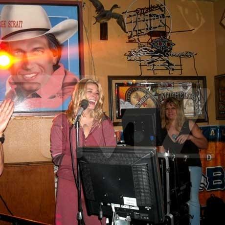 Leann Rimes and Eddie Cibrian Sing Karaoke