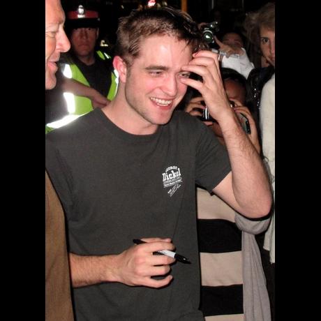Robert Pattinsons New Haircut Zoom View Photo 1 Tmz