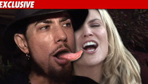 Dave Navarro, Brooke Mueller Suck Face in Aspen!