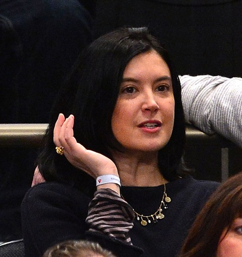 Phoebe Cates showed up at a hockey game looking beautiful!