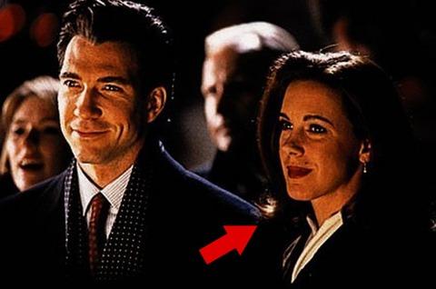"Elizabeth Perkins played Susan Walker's mother, Dorey Walker, in the film ""Miracle on 34th Street."""