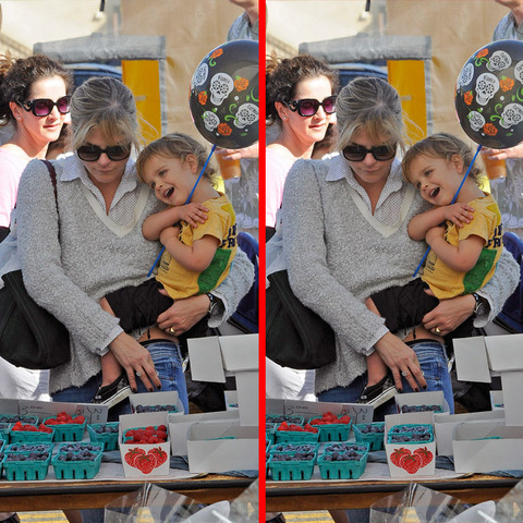 Can you spot the THREE differences in the Selma Blair and son Arthur picture?
