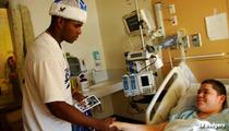 Yasiel Puig -- EL SANTA CLAUS ... Dodgers Star Visits Kids at L.A. Children's Hospital