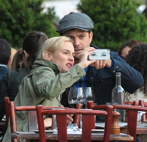 Cute couple Diane Kruger and Joshua Jackson snap a meal time selfie!