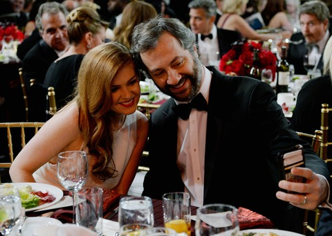 Isla Fisher and Judd Apatow snapped an award winning selfie!