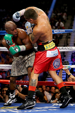 Mayweather vs. Maidana's -- The Fight Photos