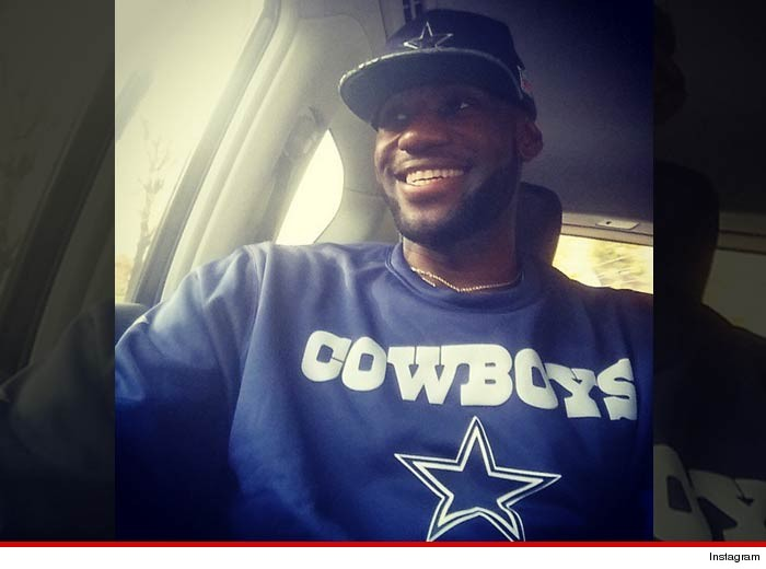 ccf1db00b LeBron   Jamie Foxx -- Dust Off Dallas Cowboys Gear ... All Aboard ...