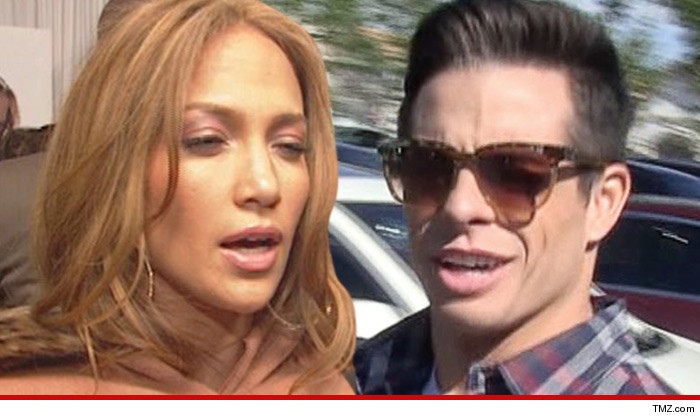 Jennifer Lopez -- Casper Smarts Dog Escapes ... Attacks Neighbor