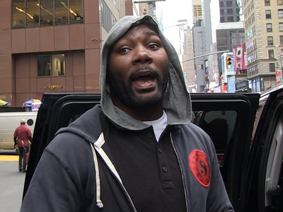 UFC's 'Rumble' Johnson -- Martin Shkreli's a Scumbag ... Glad He's Arrested!
