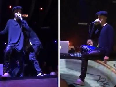 Justin Bieber -- Impromptu Concert ... You Really Like Me!!! (VIDEO)