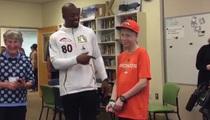 Vernon Davis -- Surprises Broncos Fan in Hospital ... 'I'm Speechless!'