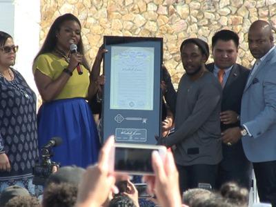Kendrick Lamar -- Receives Key to Compton ... Mayor Disses Drake