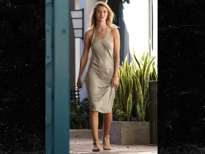 Rosie Huntington-Whiteley -- No Bra, No Problem! (PHOTO)