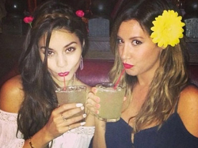 15 Snaps Of Sippin' Stars For Thirsty Thursday