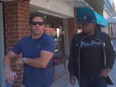 Mark Wahlberg -- Calvin Johnson Should Unretire ... Come to the Pats!!! (VIDEO)