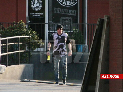 Axl Rose -- Back in Black Hat ... In Studio with AC/DC!! (PHOTOS)