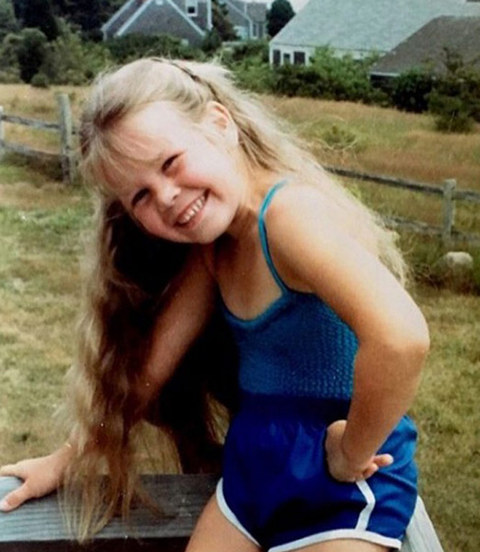 Before this smiley gal was the comedy queen, she was just another bangin' blondie striking a pose in Livingston, New Jersey.