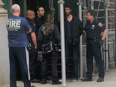 Taylor Swift -- Man Detained at Her NYC Home (VIDEO)