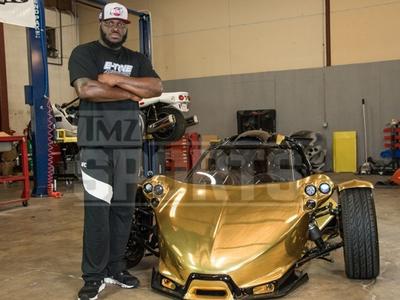 UFC Fighter Derrick Lewis -- I Got A Gold Dinosaur ... $125k For Custom T-Rex (PHOTOS)