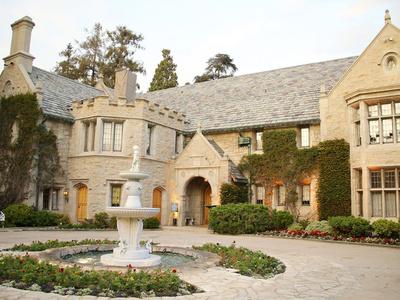 Playboy Mansion -- Guy Next Door Buying 'Girls Next Door' Home