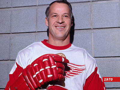 Gordie Howe -- Mr. Hockey Dead at 88 (PHOTOS + VIDEO)