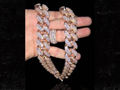 Adrien Broner -- About Diamonds ... Drops $165k On Mega-Chain (PHOTO)