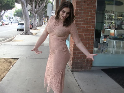 Sophie Tweed-Simmons -- I'm Not Faking It In My Sexy Snapshots (VIDEO)