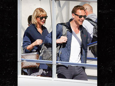 Taylor Swift - Hey Tom, Can I Tag Along for the Ride? (PHOTO)