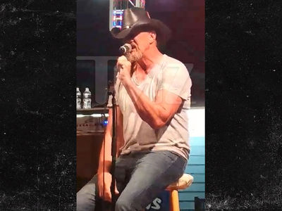 Trace Adkins -- Drunk on a Stage (VIDEO)
