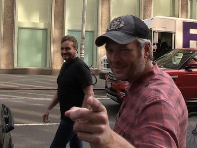 Blake Shelton -- Hey Dallas Cowboys ... CALL TIM TEBOW!!! (VIDEO)