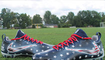 Tenn. Titans Linebacker -- Tribute to 9/11 Victims ... With Patriotic Cleats (PHOTOS)