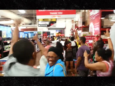 Usain Bolt -- Jamaican Shoppers Stop to Watch Race ... Go Insane!!! (VIDEO)