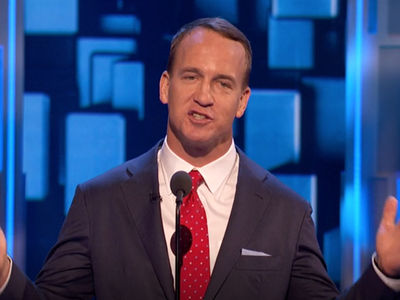 Peyton Manning -- Cracked Tom Brady Deflategate Joke ... At Rob Lowe Roast (VIDEO)