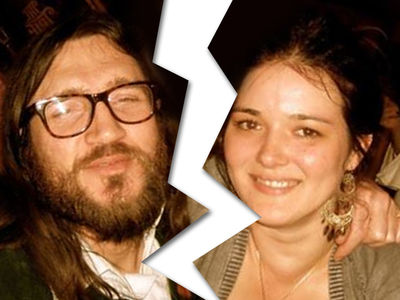 Red Hot Chili Peppers -- Ex-Guitarist Officially Divorced ... And I'm Smiling Because ...