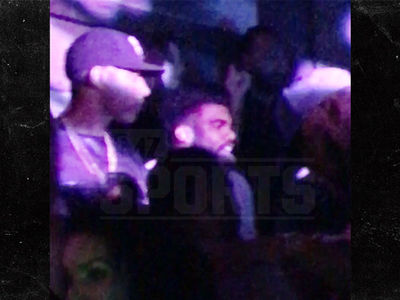 Ezekiel Elliott -- Turnt Up In Club ... Before 2 Touchdown Game (VIDEO)