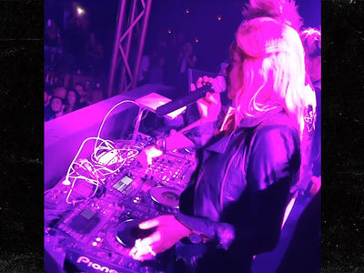 Lindsay Lohan -- Hey, It's MY Club ... 'Everyone Shut the F*** Up!' (VIDEO)
