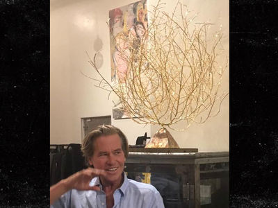 Val Kilmer -- I'm Your Huckleberry ... If You Buy My Gold Tumbleweed! (PHOTOS)