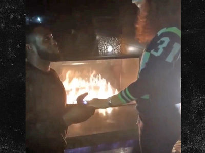 Seahawks' Kam Chancellor -- PROPOSES TO GF ... After Beating the Bills (VIDEO + PHOTO)