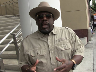 Cedric the Entertainer -- LeBron's Right ... Phil's 'Posse' Comment Was Wack!