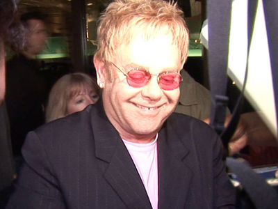Elton John -- Todger Grabbing Lawsuit Dismissed