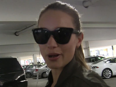 Hannah Davis Jeter -- Athlete or Not ... Bella Hadid Can Rock The Hell Outta Nike (VIDEO)