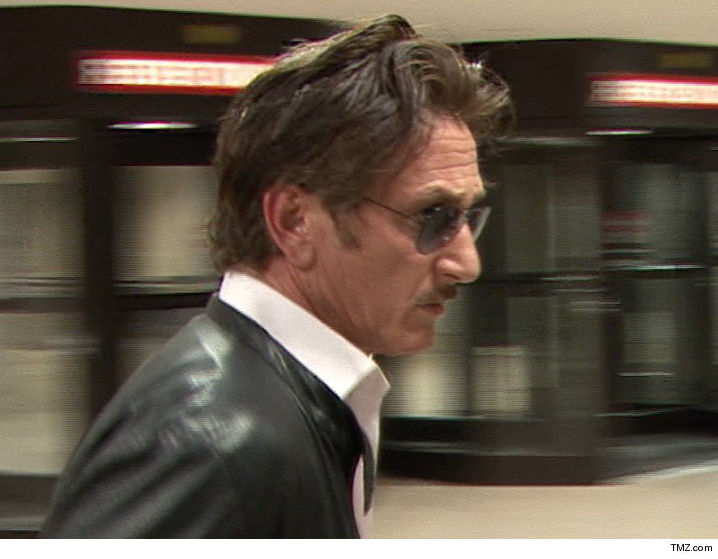 Sean Penn s Alleged Stalker Arrested After Showing Up at House Twice ... a2c956d31