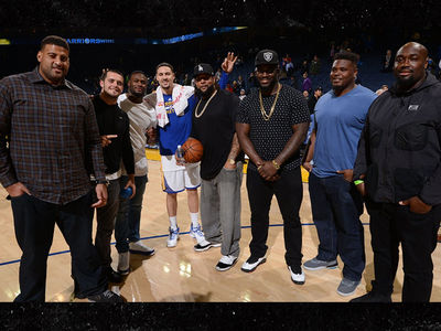 Derek Carr & Latavius Murray -- Treat Raiders Linemen to Epic Warriors Game (PHOTOS)