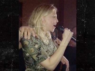 Courtney Love Sings Amy Winehouse During Karaoke (VIDEO)